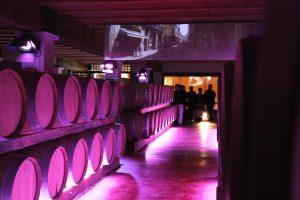 Scénographie d'une cave à vin pour un programme d'oenotourisme